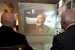 Il presidente Scalfaro e il Presidente Napolitano guardano l'intervista a Primo Levi