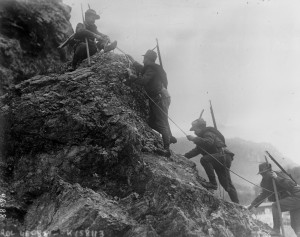 """Italian alpine troops"" by Agence Rol - Bibliothèque nationale de France. Licensed under Public Domain via Wikimedia Commons."